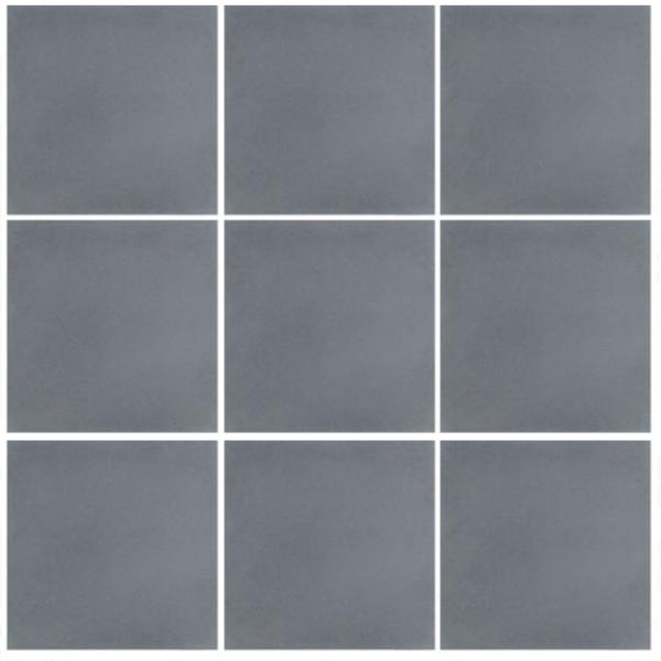 Historisk flise i ensfarvet gråblå