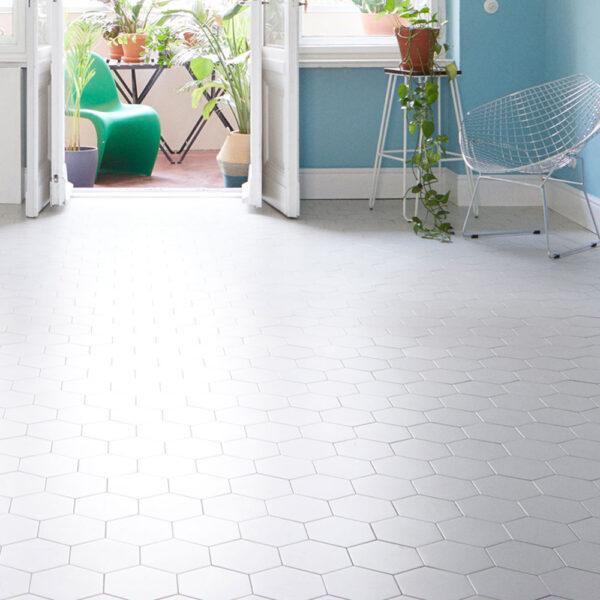 Sekskantede hårdtbrændte keramiske fliser på gulv