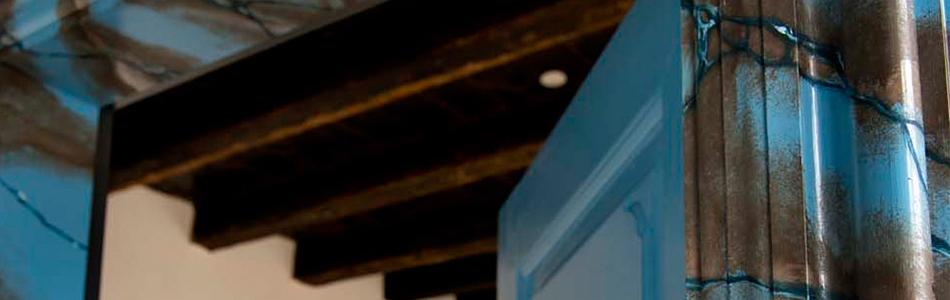Blå linoliefarve malet på hus
