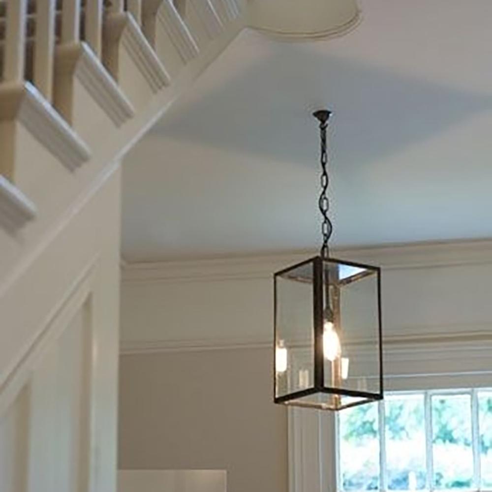 dekorativ håndlavet lygtehus som indendørslampe anvendes i trappehall eller portrum